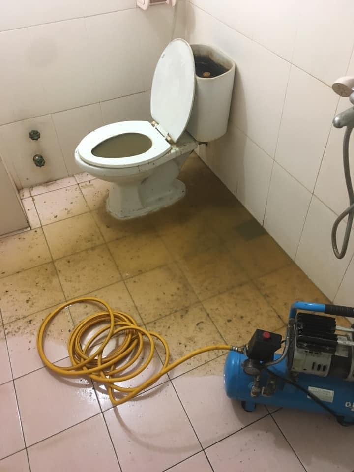 Cuộc sống hằng ngày bạn đang gặp rắc rối với đường ống thoát nhà vệ sinh, bồn cầu nhà tắm bạn cần tìm đến dịch vụ thông tắc cống giá rẻ uy tín tại Phố Vọng Hai Bà Trưng (0967.813.856 ) hút bể phốt môi trường Anh Tuấn